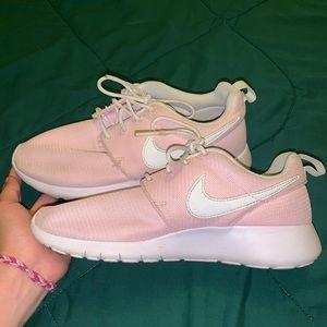 Nike Roshe One Light Pink